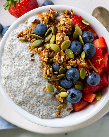 A simple vanilla chia pudding served up with fresh berries and crunchy granola!
