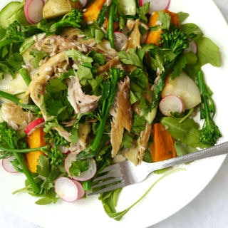 Smoked Mackerel Superfood Salad (gluten free, grain free, dairy free, paleo) - recipe via Nourish Everyday