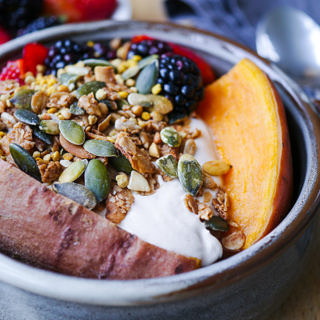Sweet Potato & Berries Breakfast Bowl | wordpress-6440-15949-223058.cloudwaysapps.com | Want an easy, healthy and delicious breakfast bowl you can make in advance? This tasty sweet potato bowl is for you! Gluten free and sugar free.