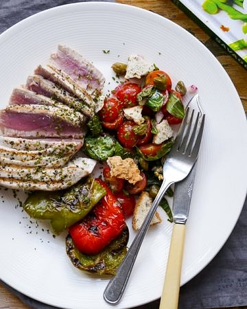 Savage Salads Book Review on wordpress-6440-15949-223058.cloudwaysapps.com - including this amazing Seared Tuna Salad Recipe!