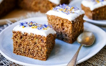 This gluten free zucchini cake recipe combines ground roasted hazelnuts, oats and buckwheat to make a healthier cake that's soft and delicious! Recipe via wordpress-6440-15949-223058.cloudwaysapps.com