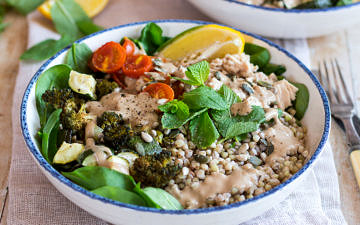 Creamy Balsamic Veggie Nourish Bowls are deliciously #glutenfree and dairy free. Super easy to meal prep, this healthy recipe is flexible and you can mix up your favourite veggies, grain and protein. #nourishbowl #buddhabowl