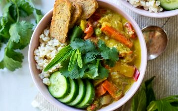Easy Vegan Yellow Curry with Tempeh - healthy, delicious and so easy to make. Loads of veggies and a creamy coconut curry sauce, dairy free and gluten free.