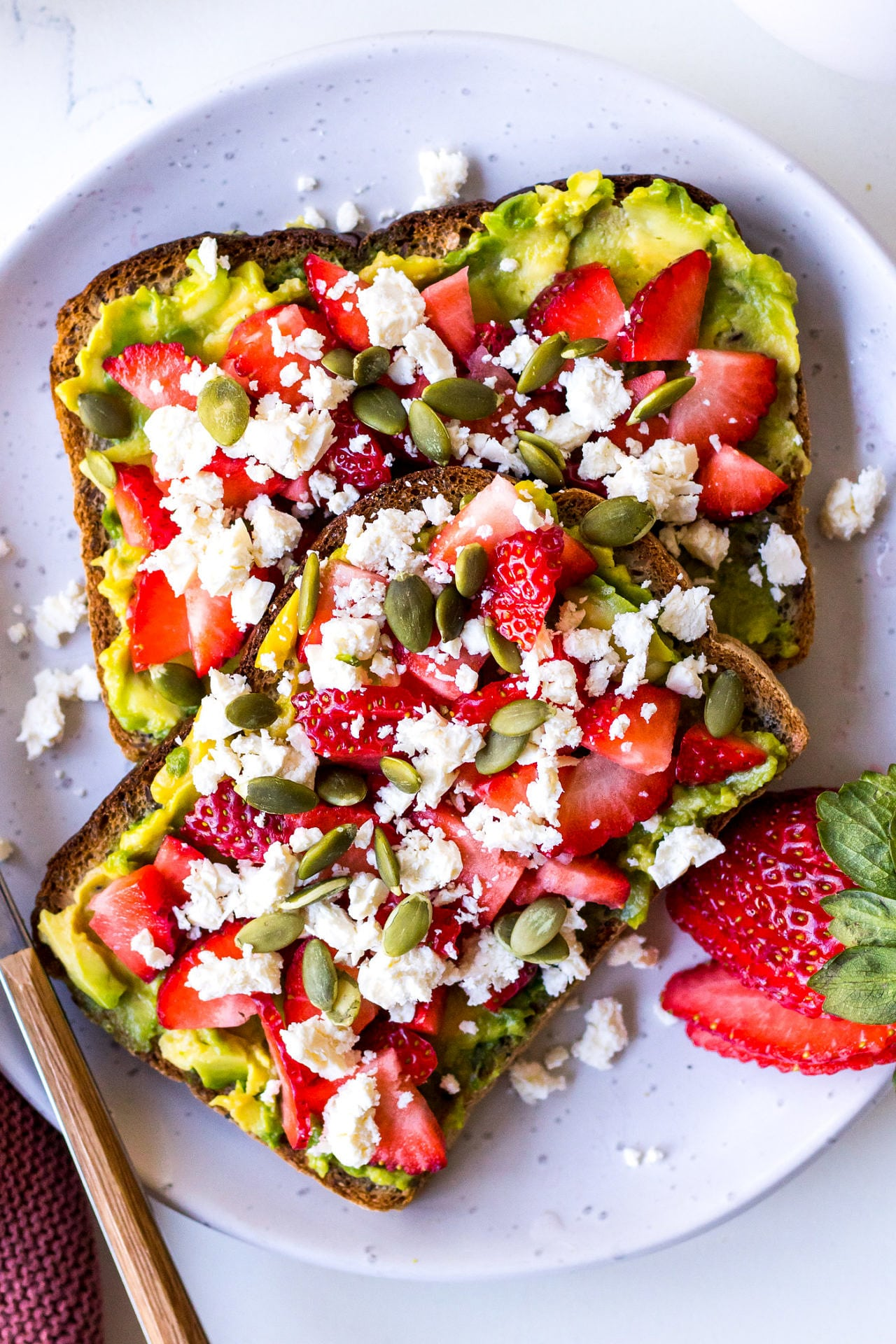 Toast with avocado, berries and feta
